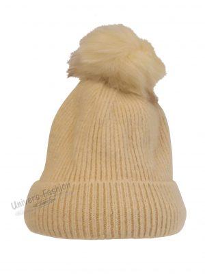 Caciula dama, tricotata, cu ciucure de blana sintetica, bej